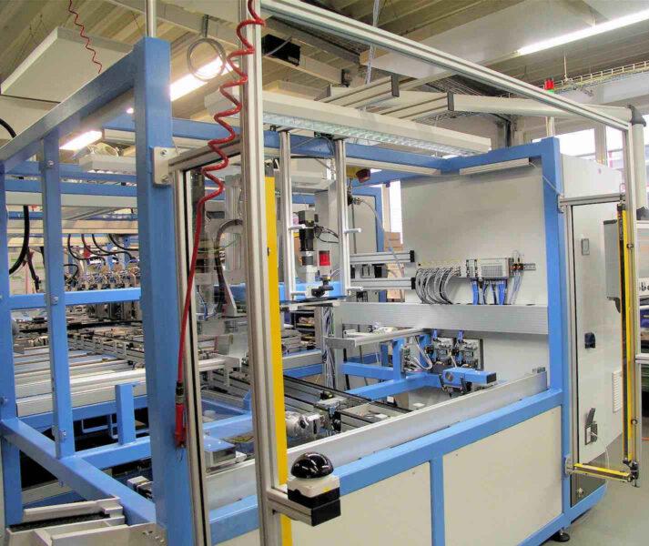 Sicherheitstechnik Lichtschranke Bearbeitungszelle Anlagensicherheit Schutz Fertigung Montage