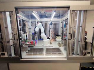 6-Achs-Roboter Greifarm Produktionsprozess Ablauf Kontrolle Dispensen Aufbringen Sprühen