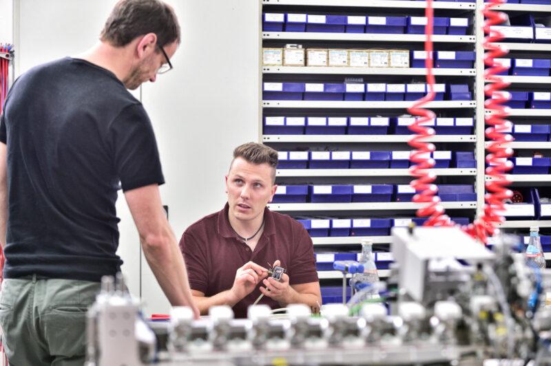 Mitarbeiter Service Reparatur Maschinenentwicklung